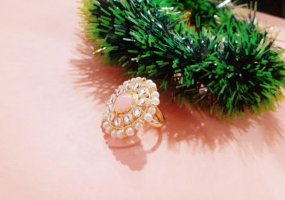 Pearl Finger Ring (Gold and Pink)