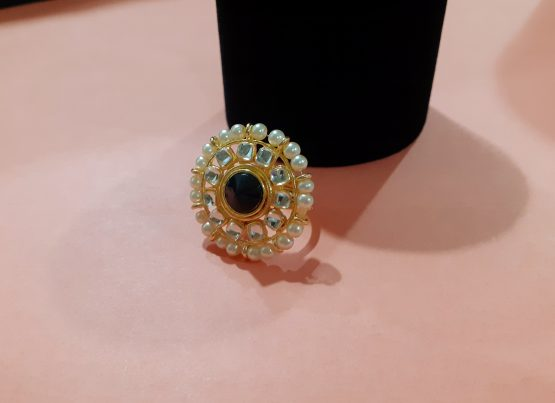 Pearl Finger Ring (Gold and Black)
