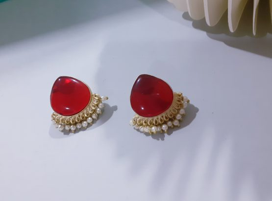 Oval Faux Stone Pearl Drop Stud Earring (Golden, Red)